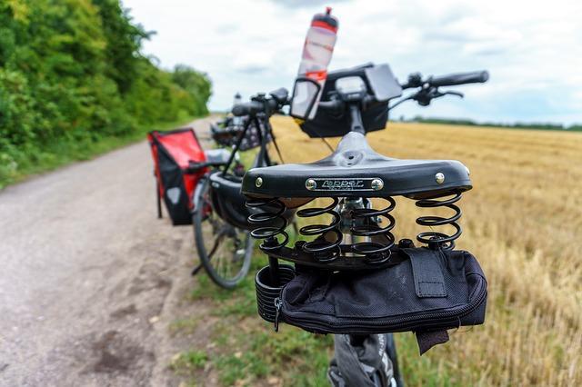 Pause mit dem Fahrrad in freier Natur