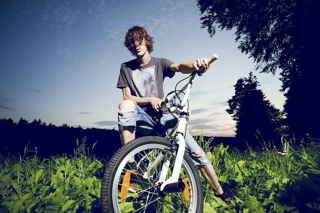Junger Mann auf Radtour